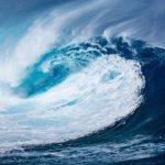 サーフィン初心者の練習におすすめの波の高さは? サイズの種類と選び方のコツも!